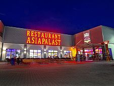 Asiapalast-am-Abend
